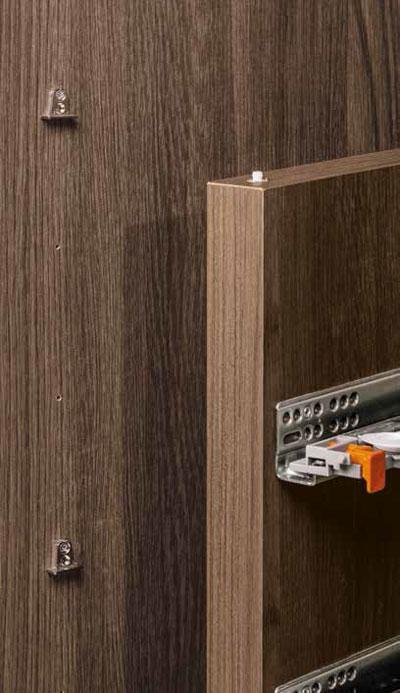 Dettaglio: Sistema di aggancio cassettiera